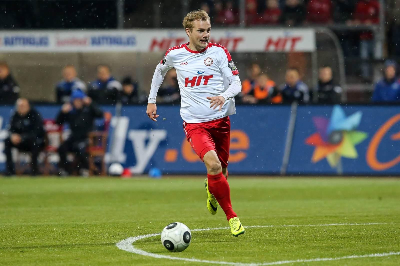 Cimo Röcker am Ball für Fortuna Köln