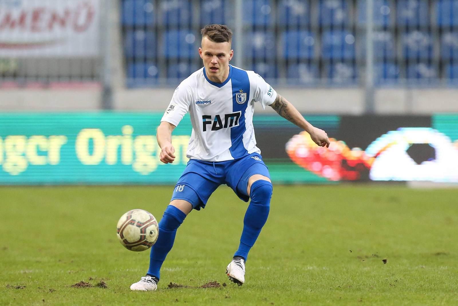 Florian Pick am Ball für den 1. FC Magdeburg.