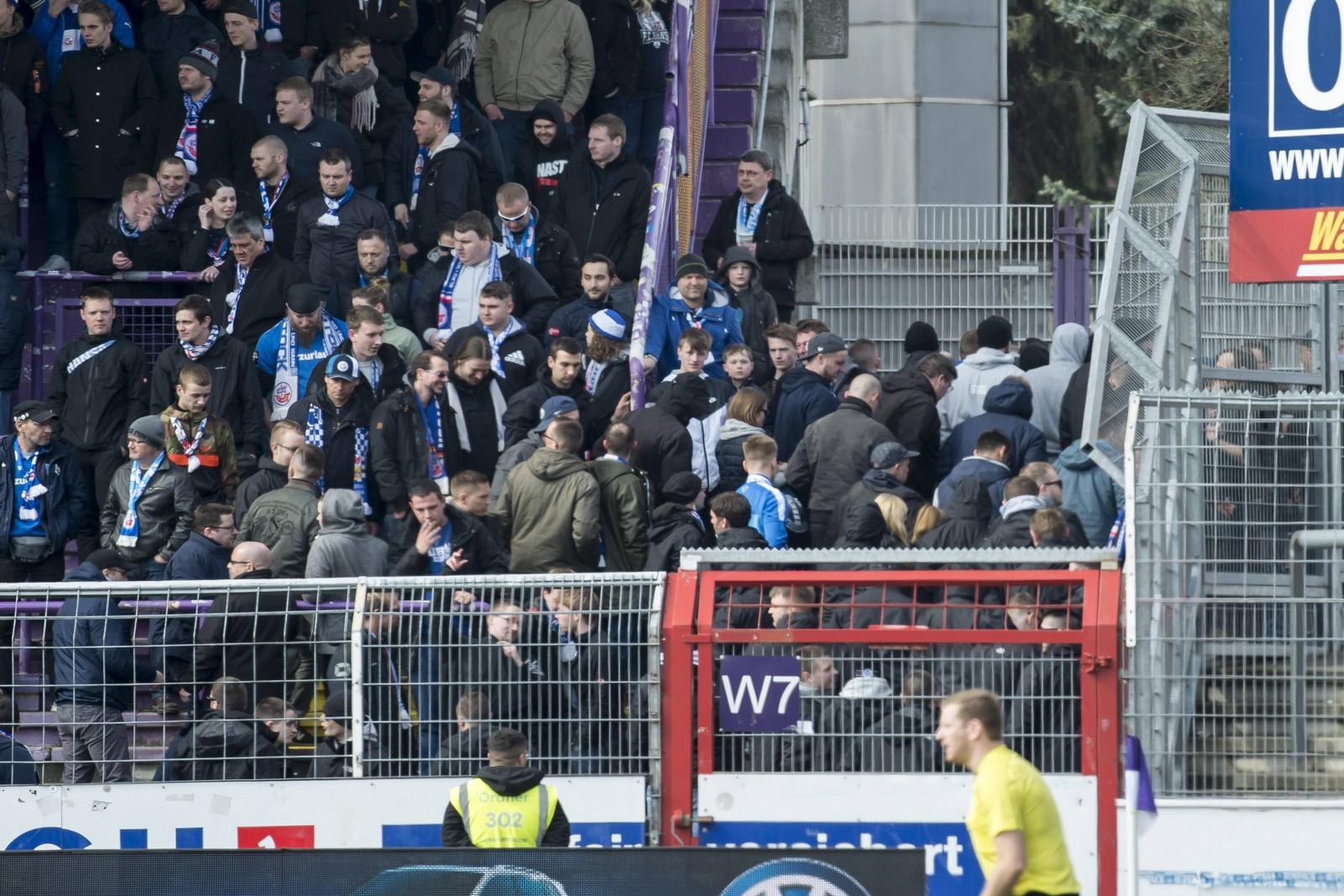 Fans von Hansa Rostock beim Spiel in Osnabrück