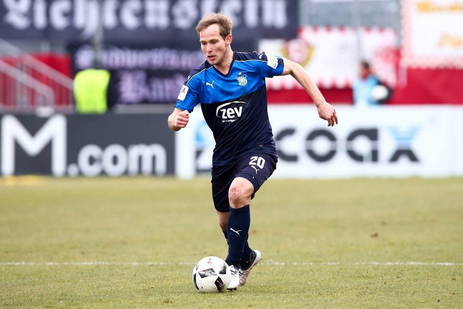 René Lange am Ball für den FSV Zwickau.