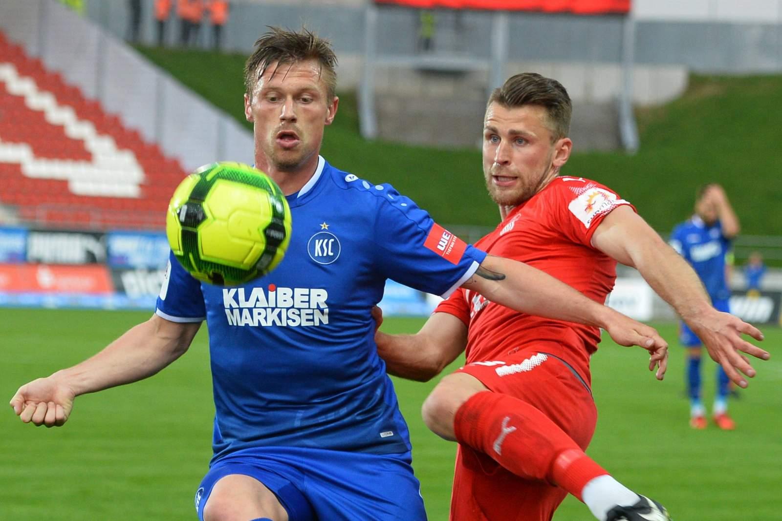 Zweikampf zwischen Marvin Pourie und Nils Miatke