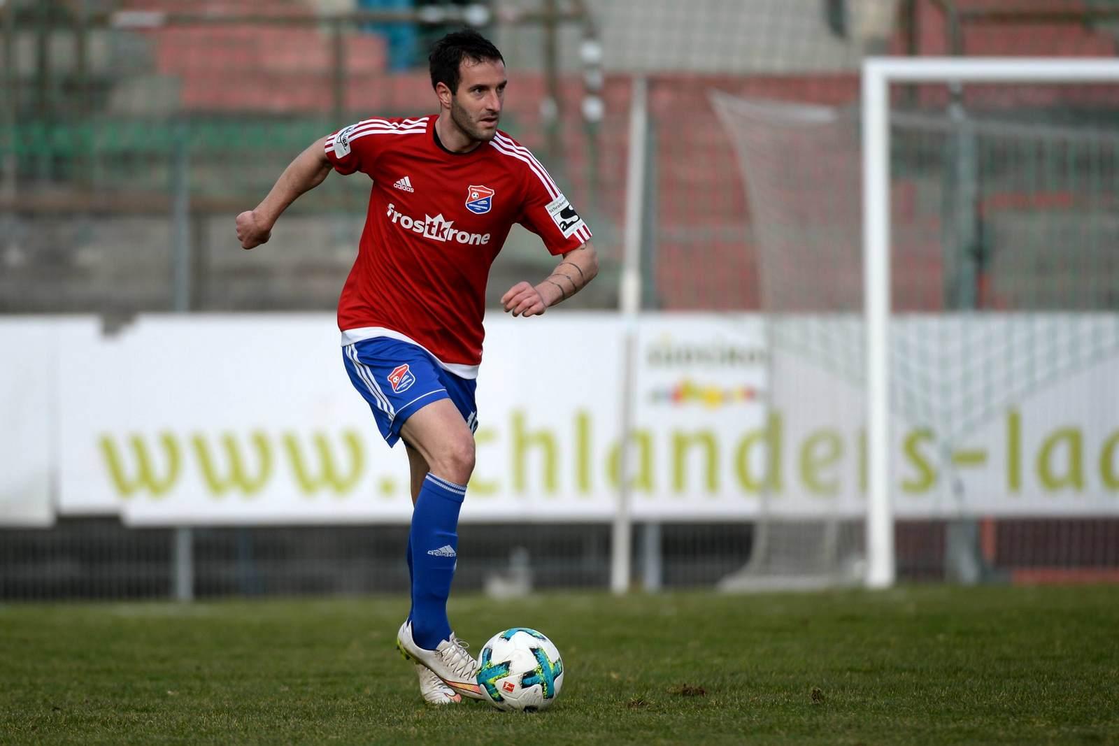 Maximilian Nicu am Ball für die SpVgg Unterhaching
