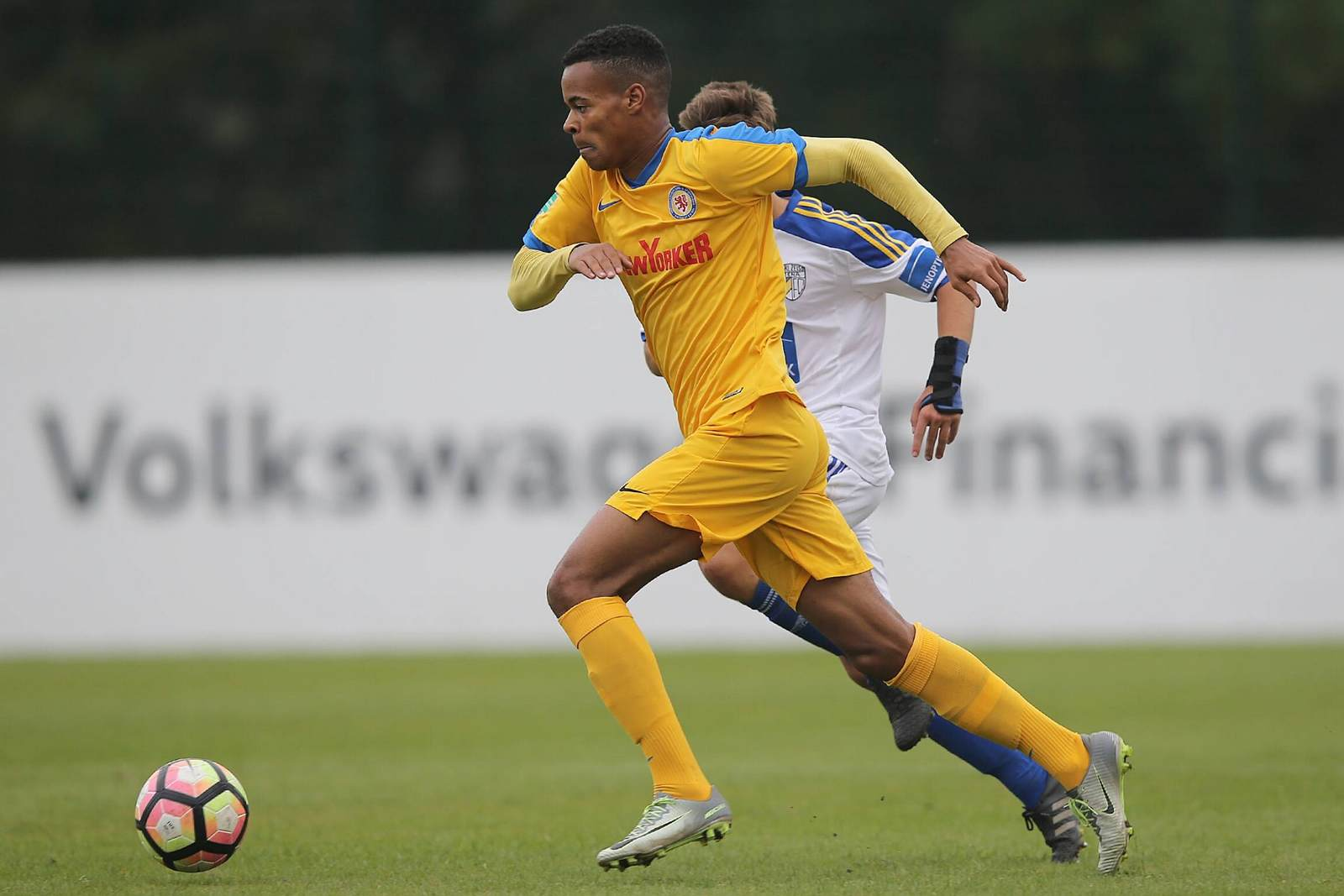 Ayodele Adetula am Ball für die A-Jugend Braunschweigs