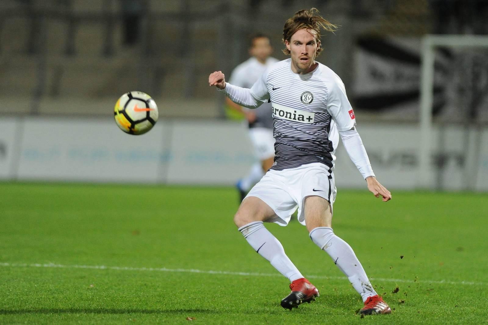 Bryan Gaul am Ball für die SV Elversberg