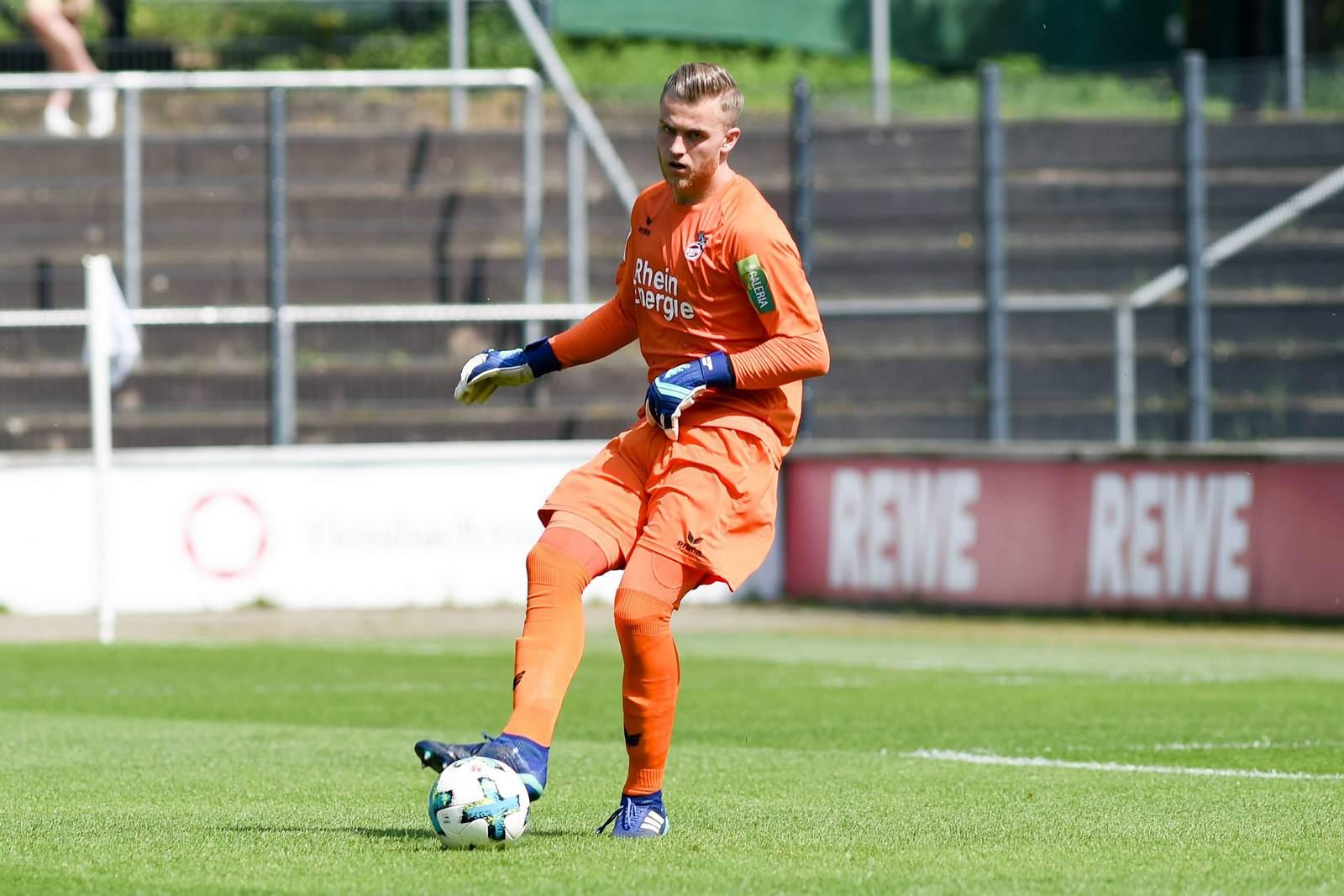 Sven Müller am Ball für den 1. FC Köln