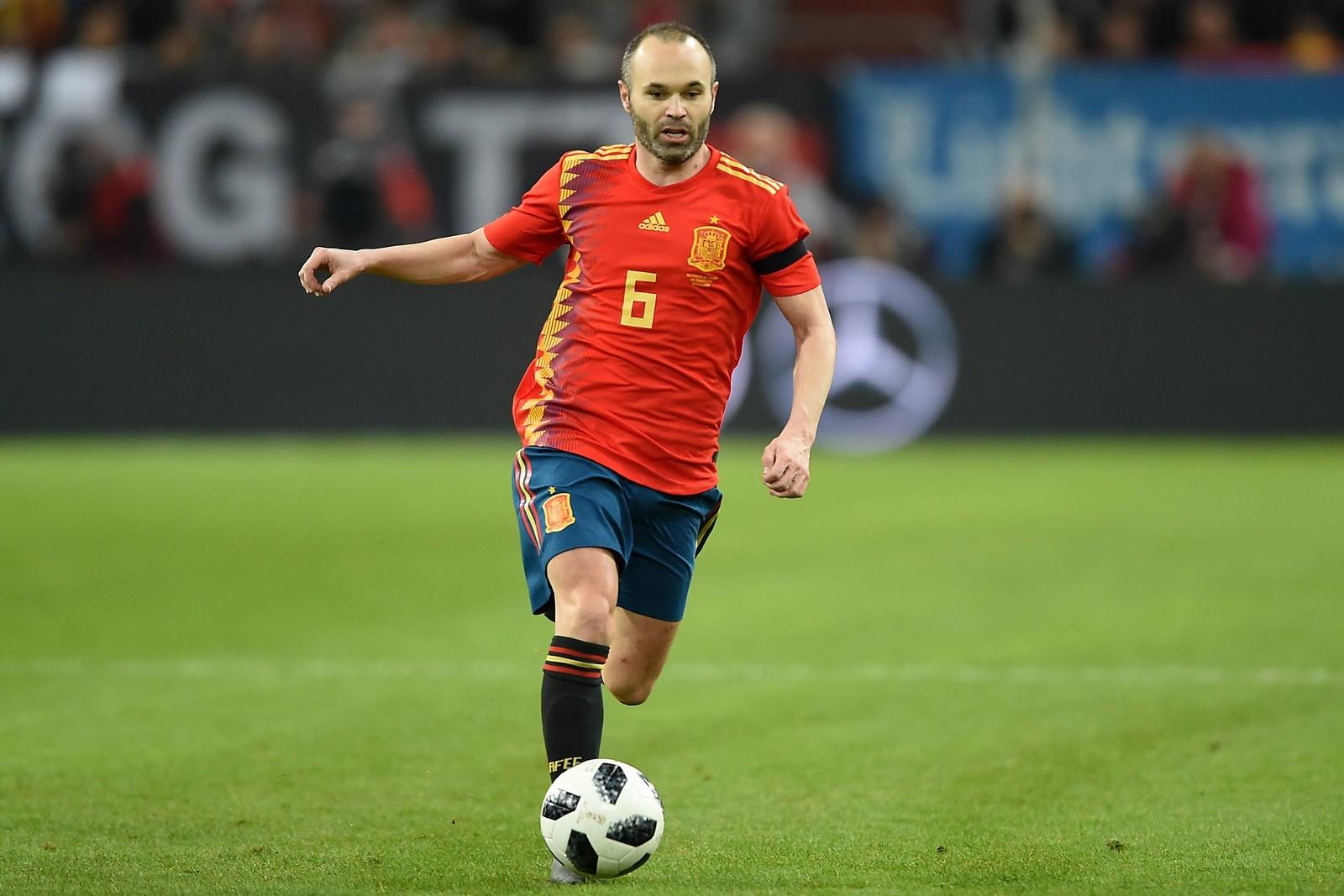 Andres Iniesta lenkt das Spiel bei Spanien