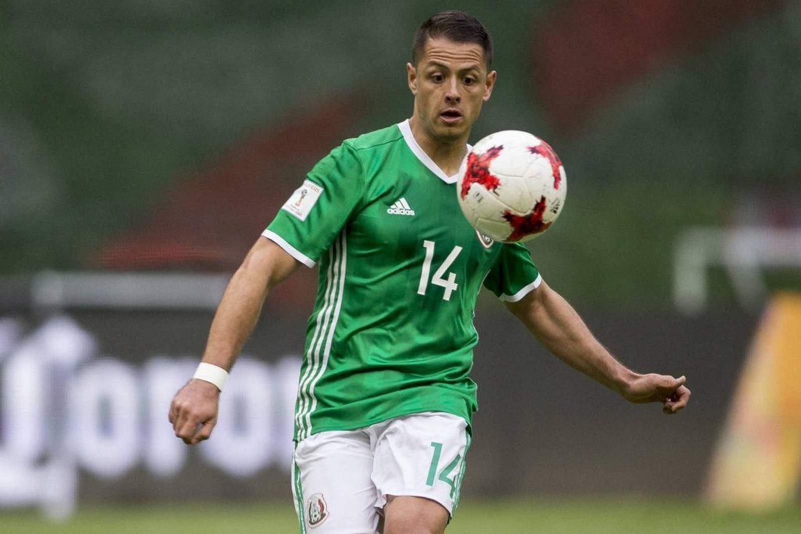 Chicharito am Ball für Mexiko. Jetzt auf die Partie Mexiko gegen Schweden wetten.