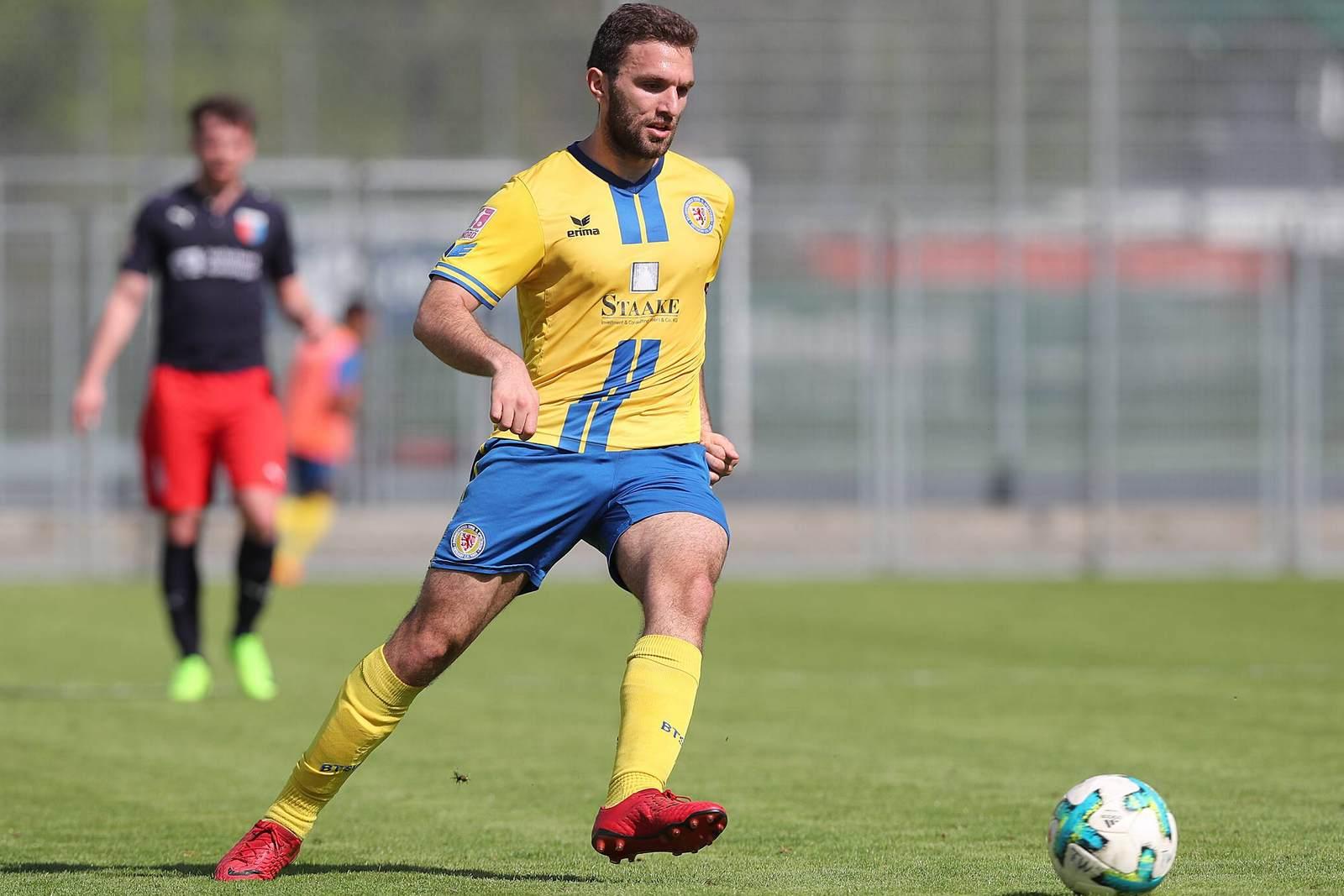 Eros Dacaj am Ball für Eintracht Braunschweig
