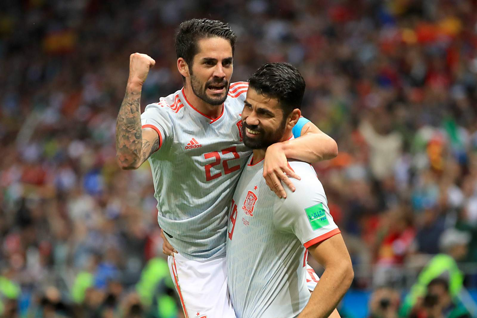 Isco und Diego Costa freuen sich über ein Tor. Jetzt auf Spanien gegen Marokko wetten.