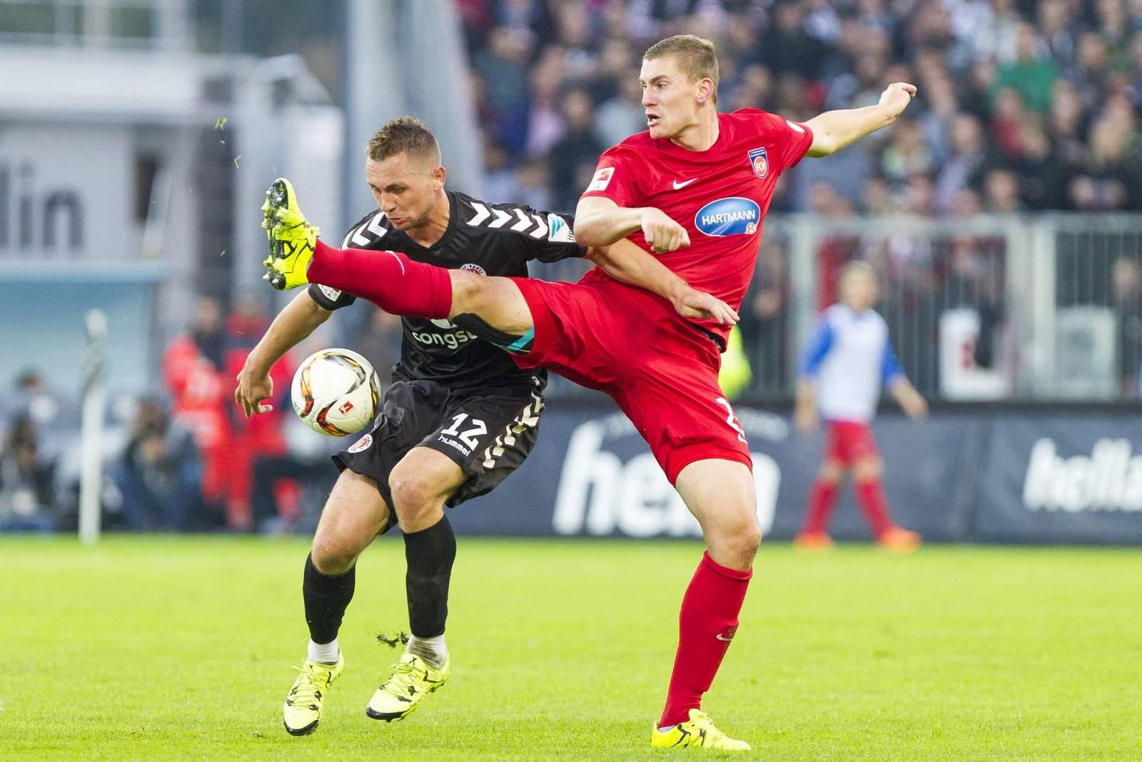 Kevin Kraus im trikot des FC Heidenheim im Spiel gegen St. Pauli