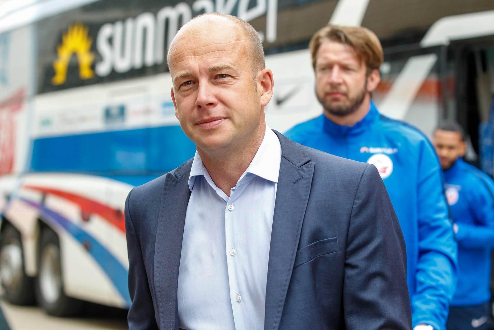 Markus Thiele verlässt den Bus des FC Hansa Rostock