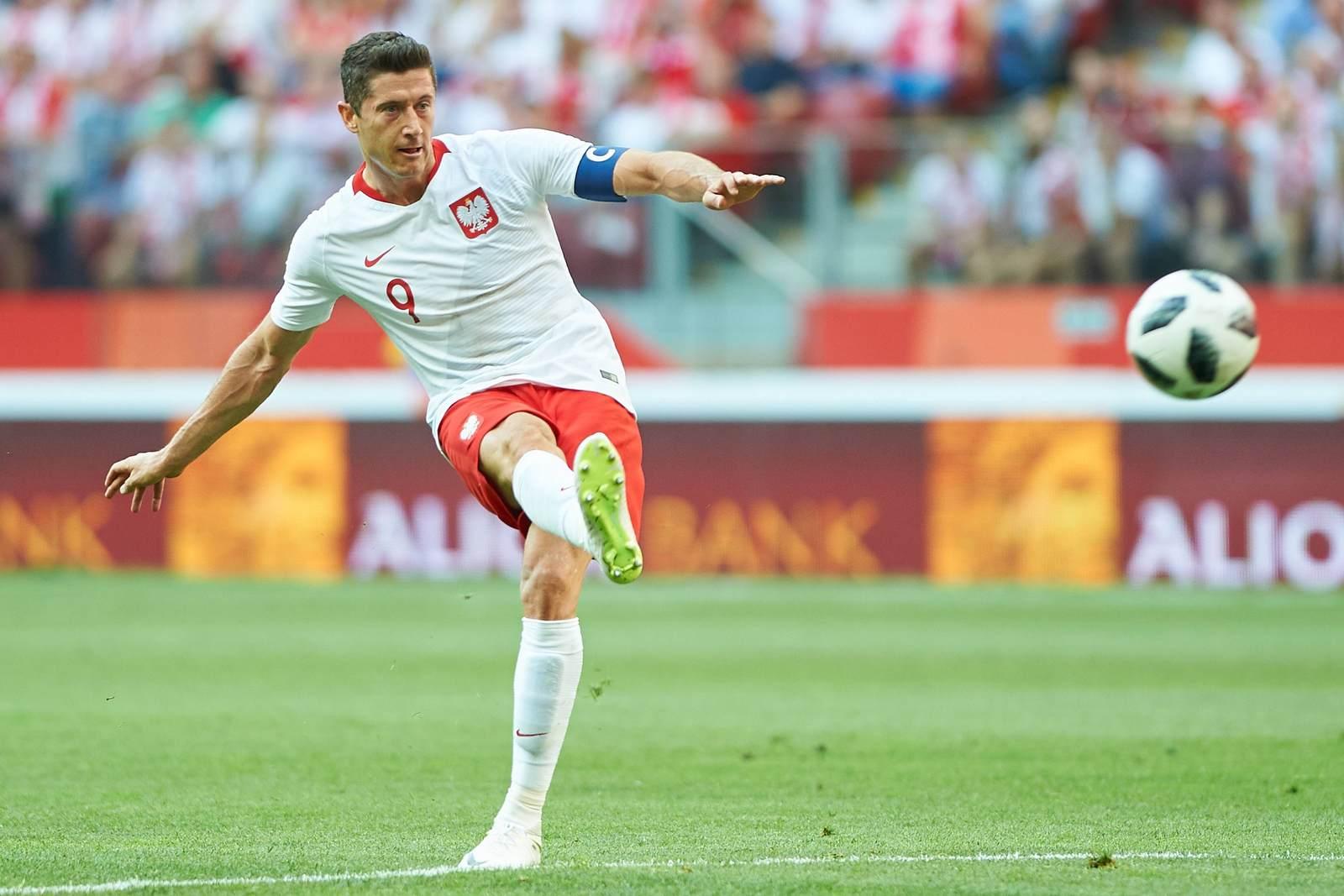 Robert Lewandowski am Ball für Polen. Jetzt auf die Partie Polen gegen Senegal wetten