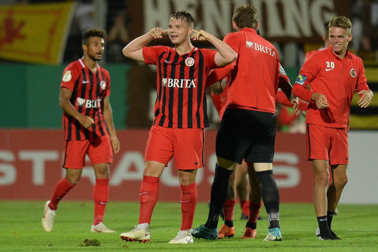 Niklas Schmidt jubelt nach dem 3:2-Sieg gegen St. Pauli