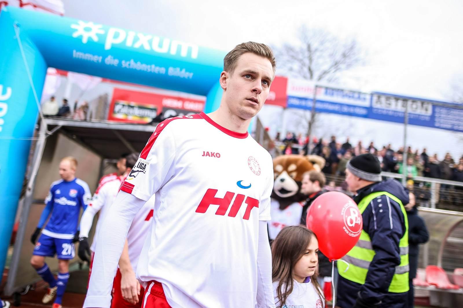 Lars Bender beim Einlauf ins Südstadtstadion