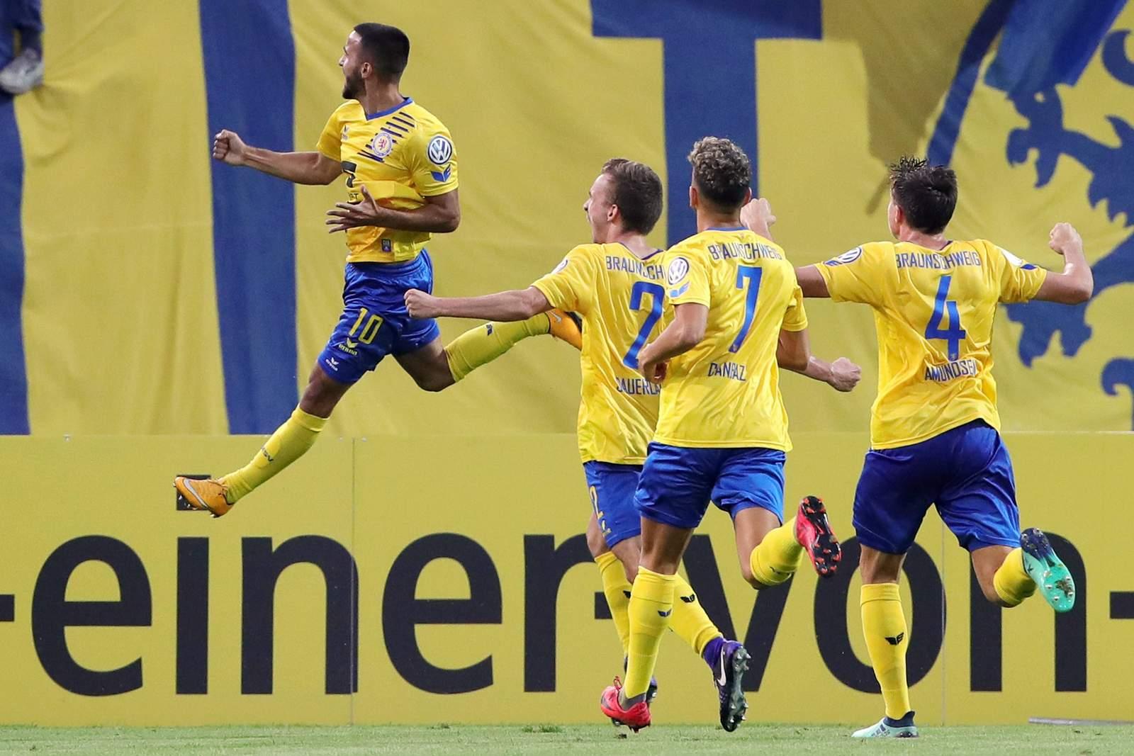 Mergim Fejzullahu jubelt nach Tor gegen Hertha BSC