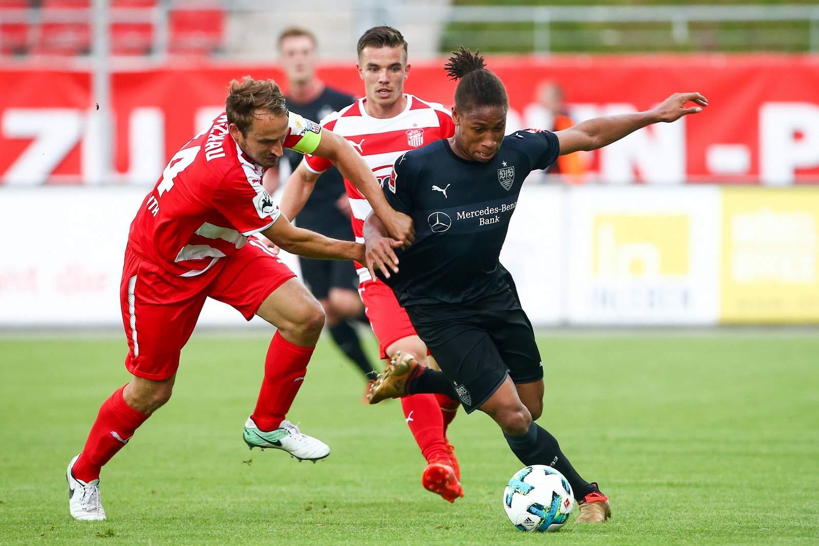 Caniggia Elva im Trikot der zweiten mannschaftd es VfB Stuttgart