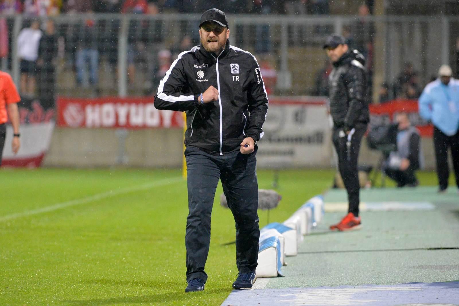 Löwen Coach Daniel Bierofka motiviert sein Team