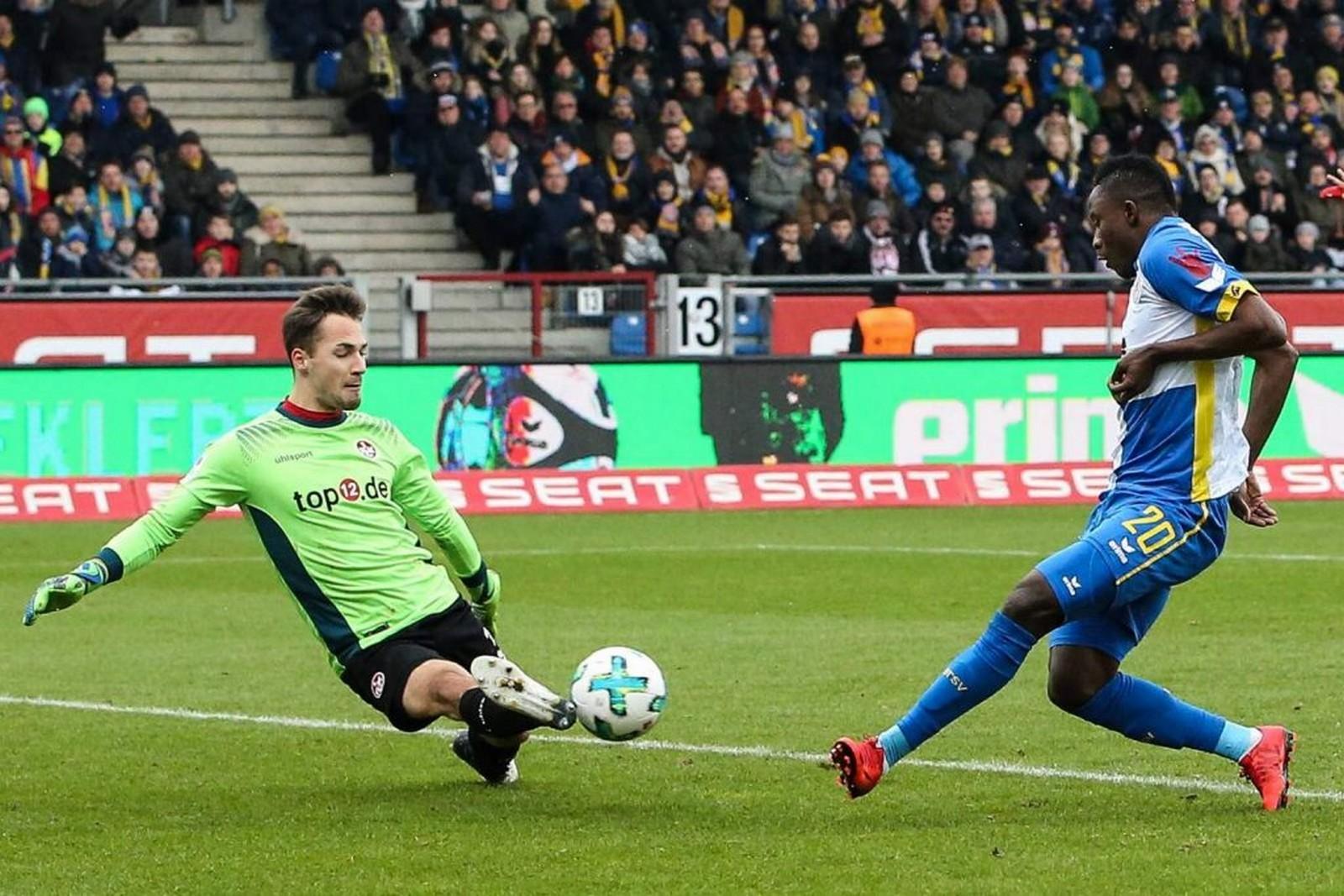 Jan Ole Sievers verletzte sich im Heimspiel des FCK gegen Fortuna Köln