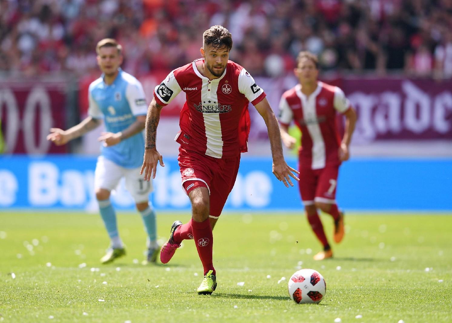 Lukas Spalvis am Ball für den 1. FC Kaiserslautern