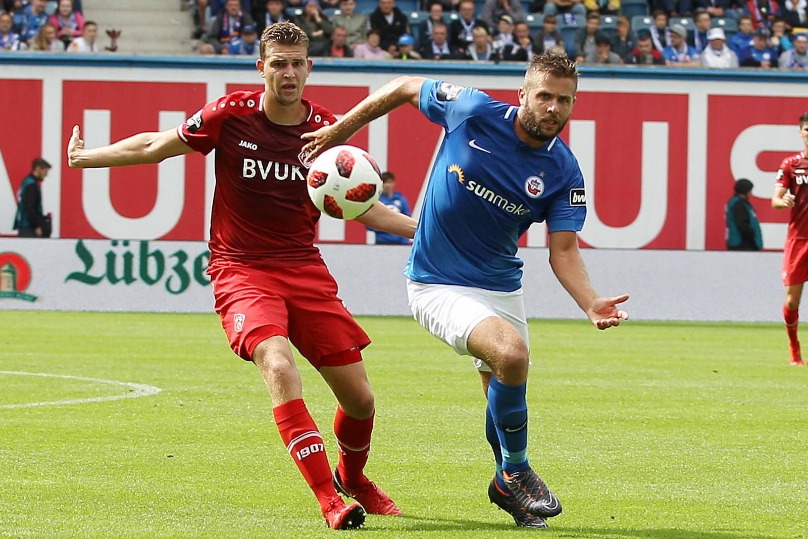 Marco Königs (r.) im Spiel gegen Würzburg