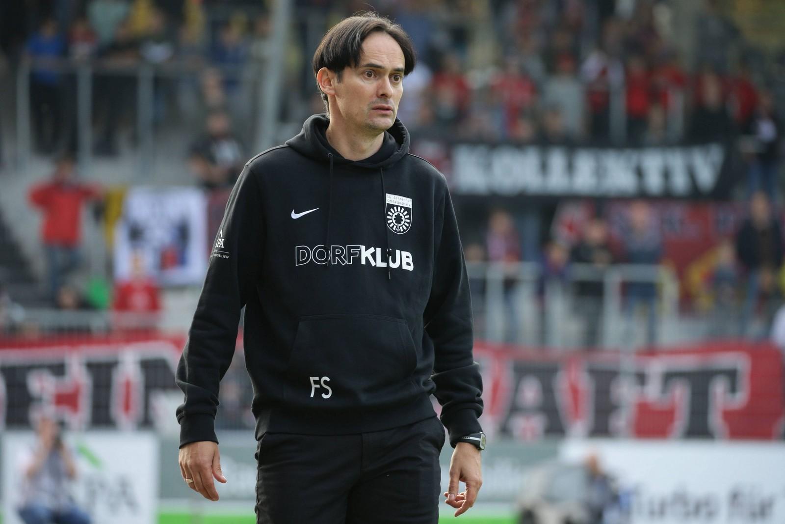 Florian Schnorrenberg ist der Trainer von Sonnenhof Großaspach