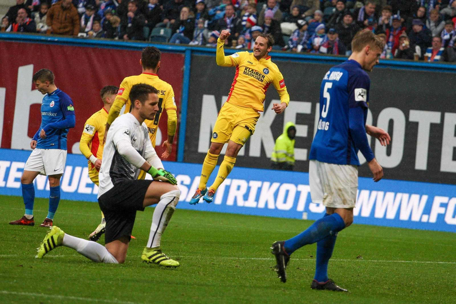Anton Fink bejubelt seinen Treffer gegen Hansa