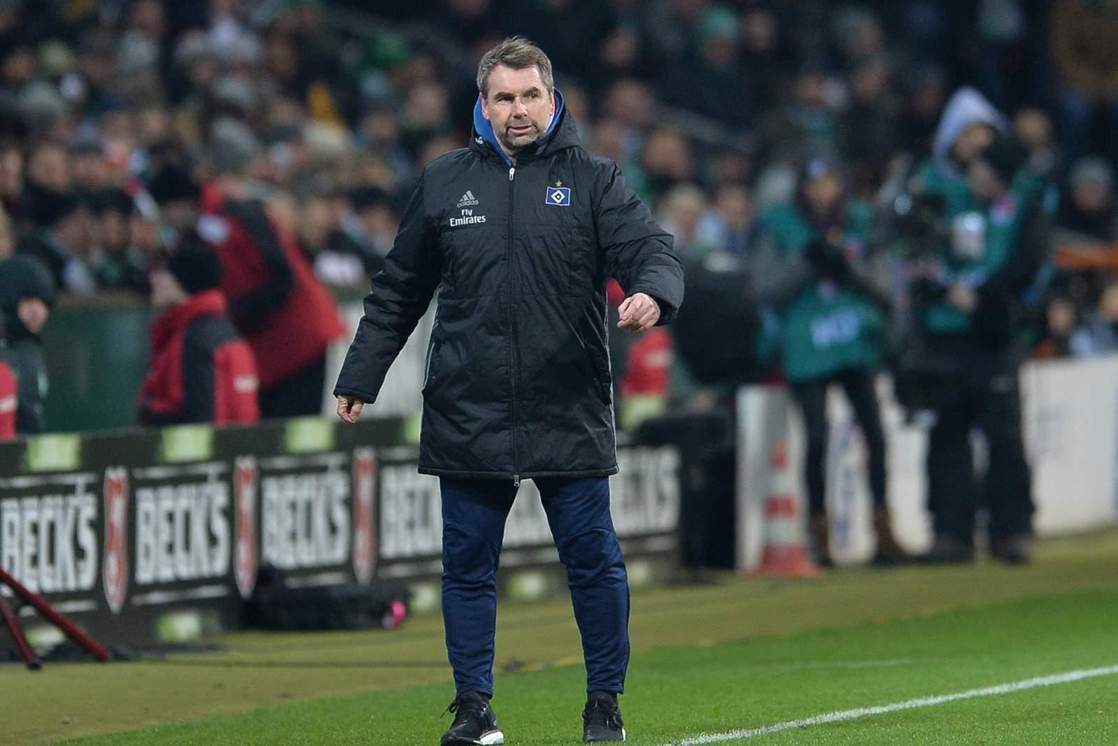 Bernd Hollerbach beim Spiel HSV gegen Werder Bremen