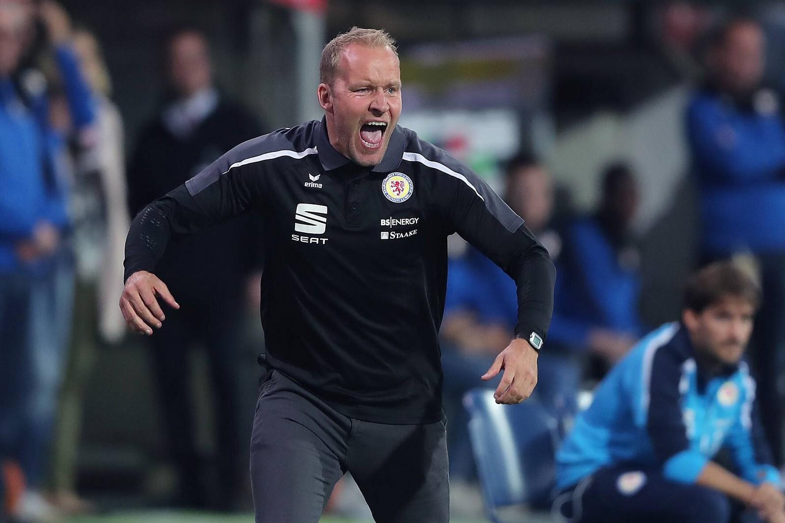 Trotz der Pokal-Pleite hält Braunschweig an Trainer Henrik Pedersen fest.