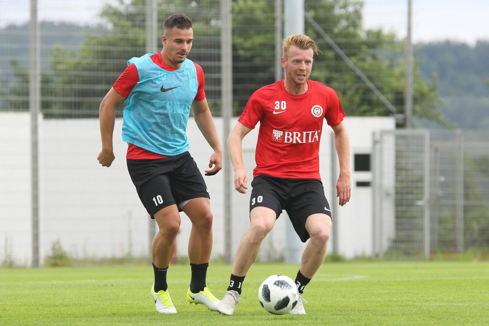 Dominik Martinovic und Sebastian Mrowca vom SV Wehen Wiesbaden