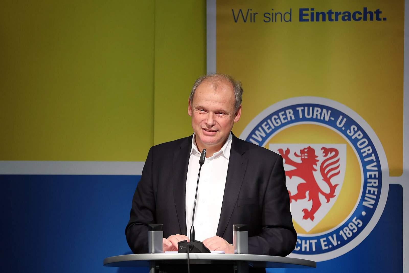 Sebastian Ebel bei der Mitgliederversammlung der Eintracht.