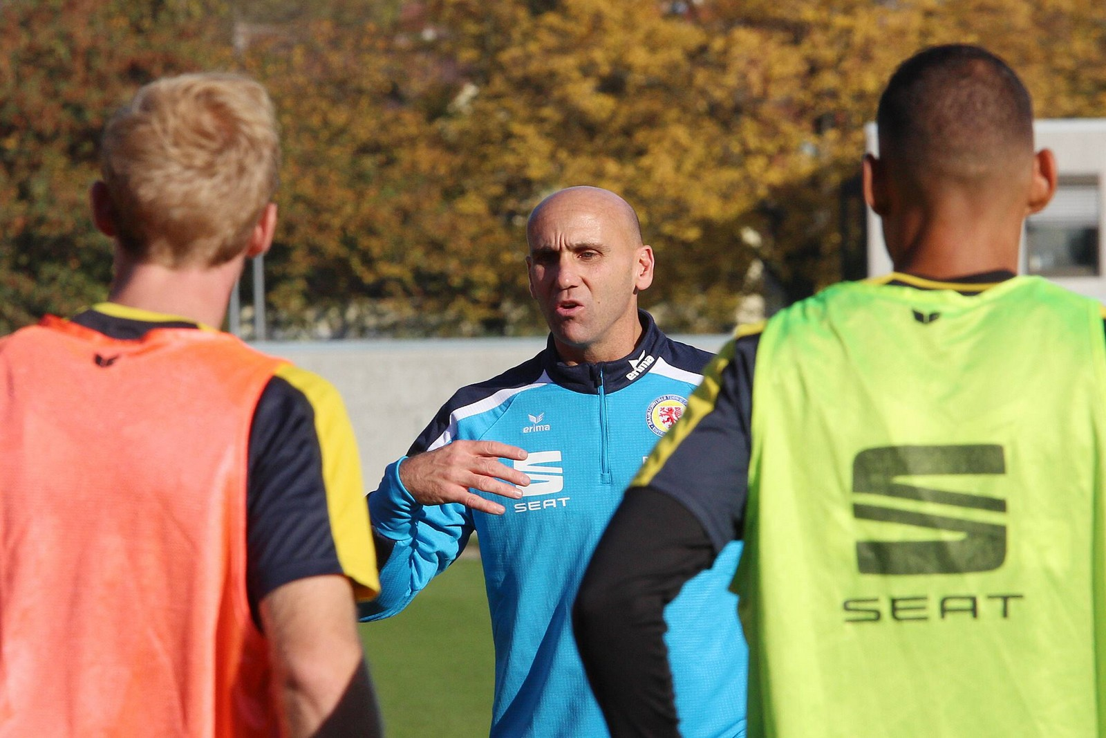 André Schubert im Eintracht-Training.