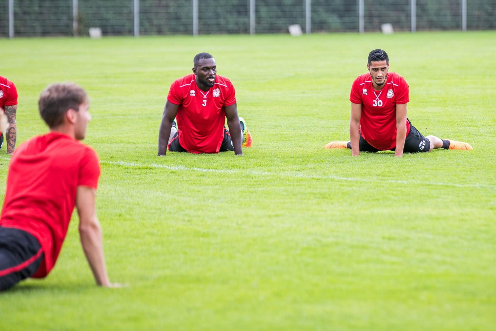 Bernard Kyere (l.) und Hamdi Dahmani in der Sommervorbereitung