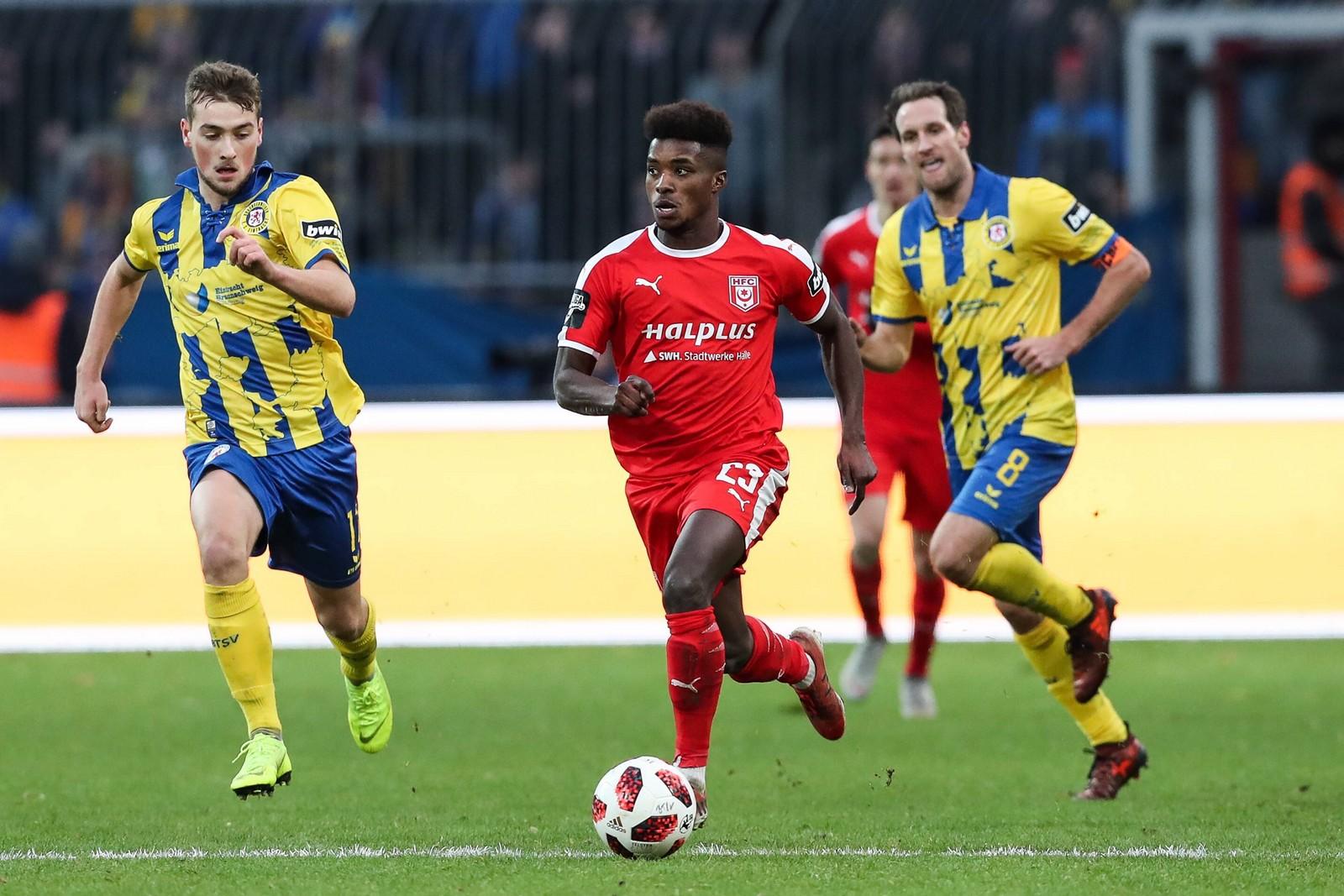 Braydon Manu im Spiel gegen Eintracht Braunschweig