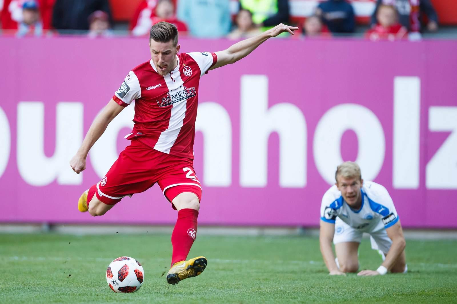 Christian Kühlwetter beim Torschuss für den 1. FC Kaiserslautern