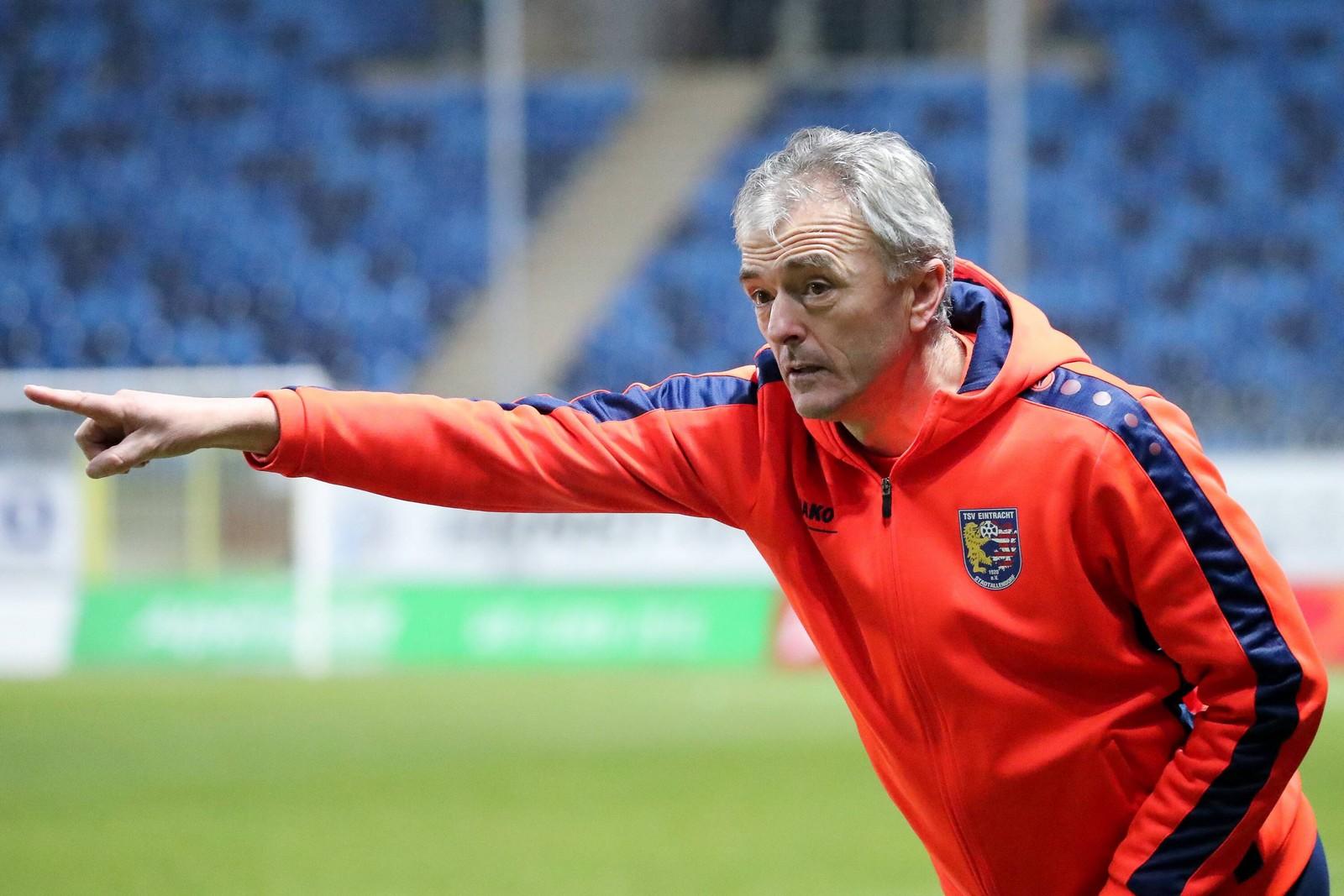 Dragan Sicaja übernahm im März 2012 das Traineramt bei den Hessen.