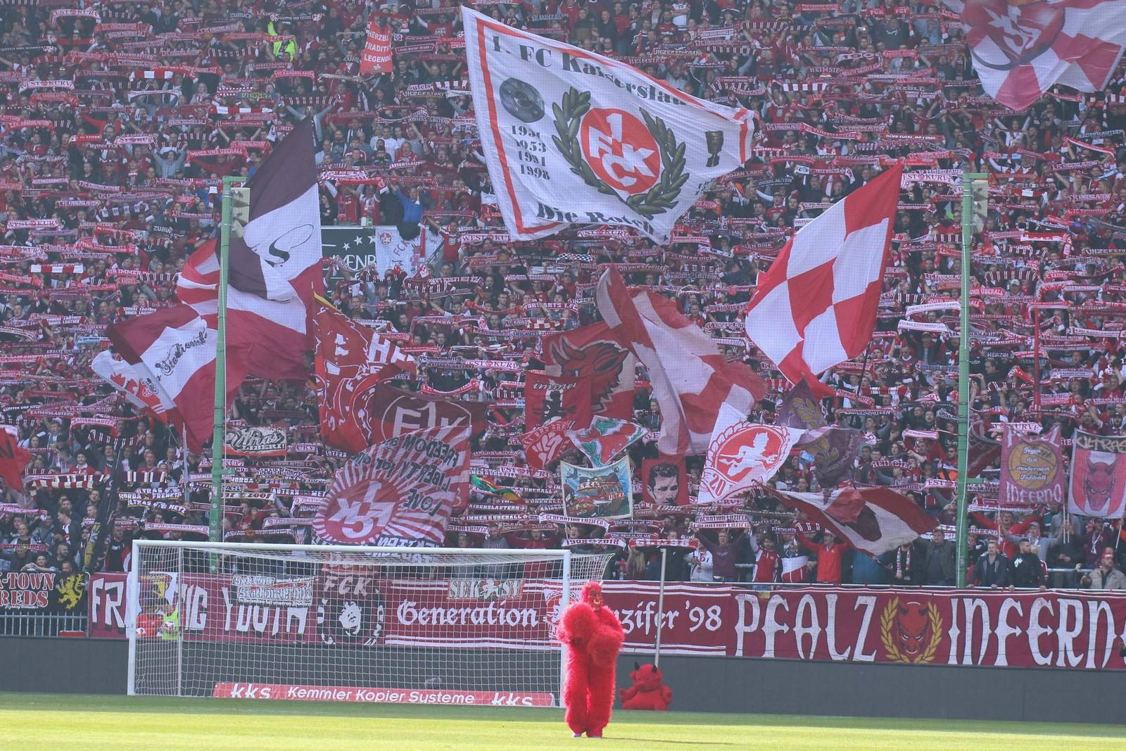 Auch nach dem Abstieg in die 3. Liga kommen die Fans des 1. FC Kaiserslautern zahlreich ins Stadion.