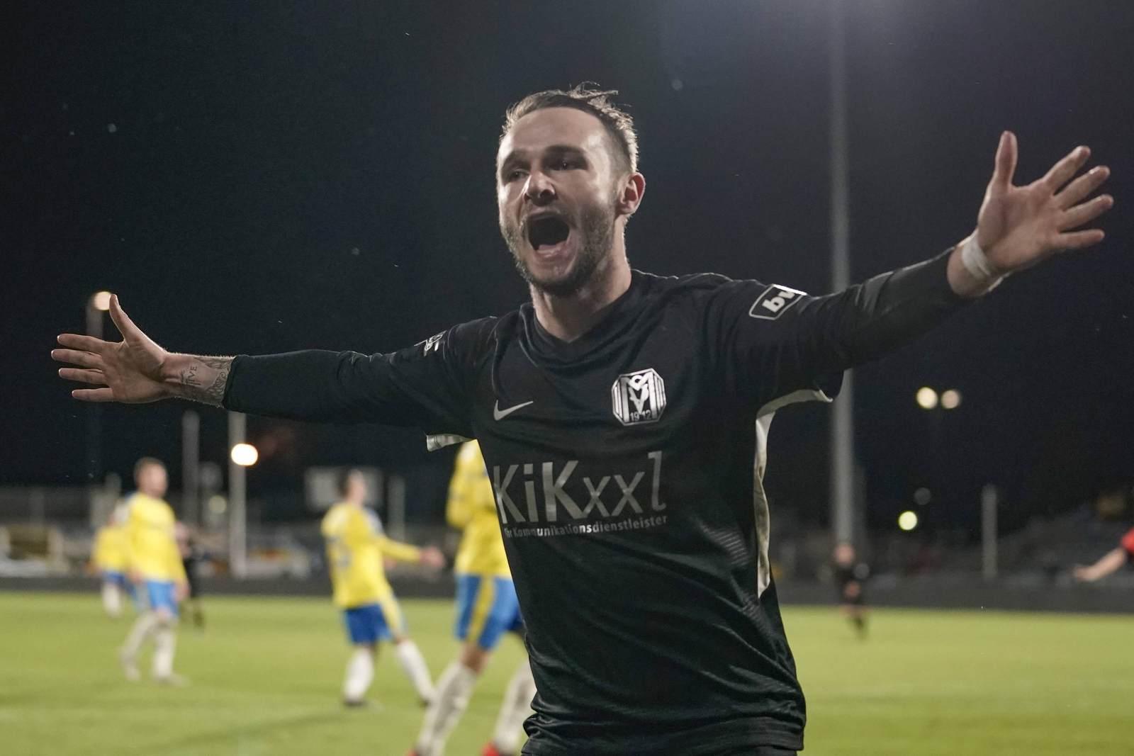 Marius Kleinsorge jubelt für den SV Meppen