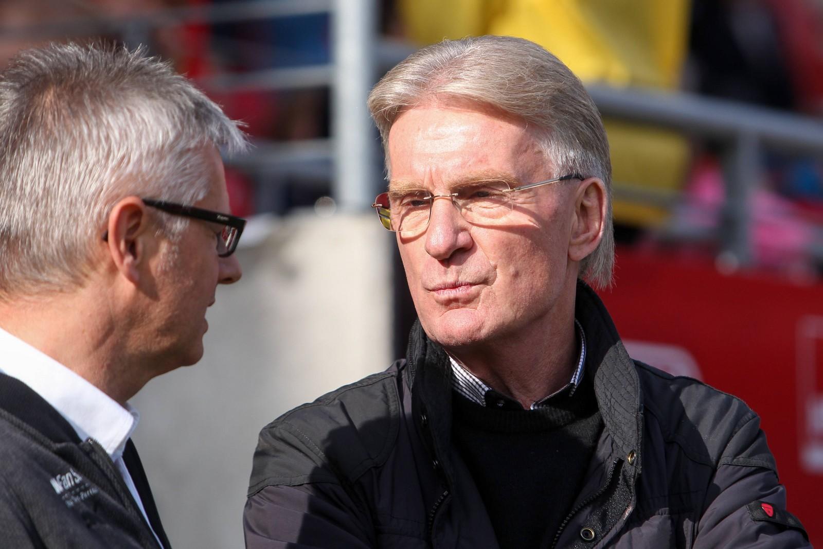 Michael Schädlich (r.) im Gespräch mit HFC-Sportdirektor Ralf Heskamp.