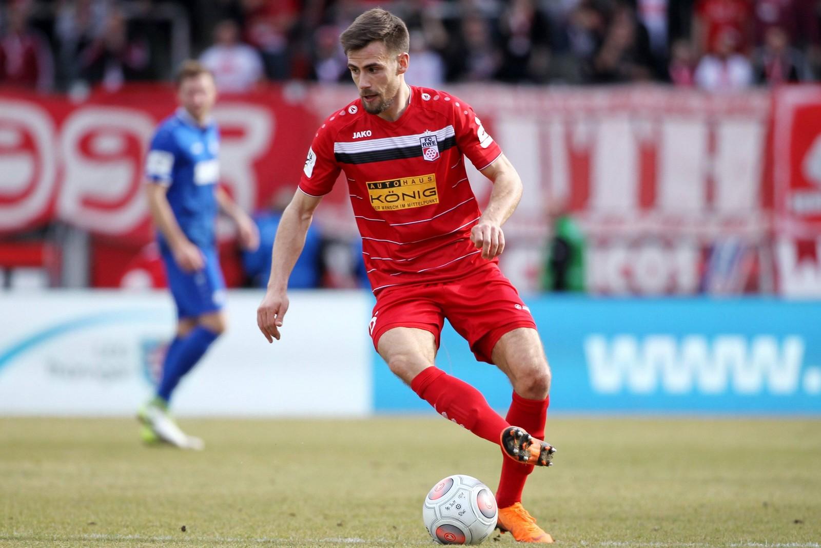 Liridon Vocaj am Ball für Rot-Weiß Erfurt
