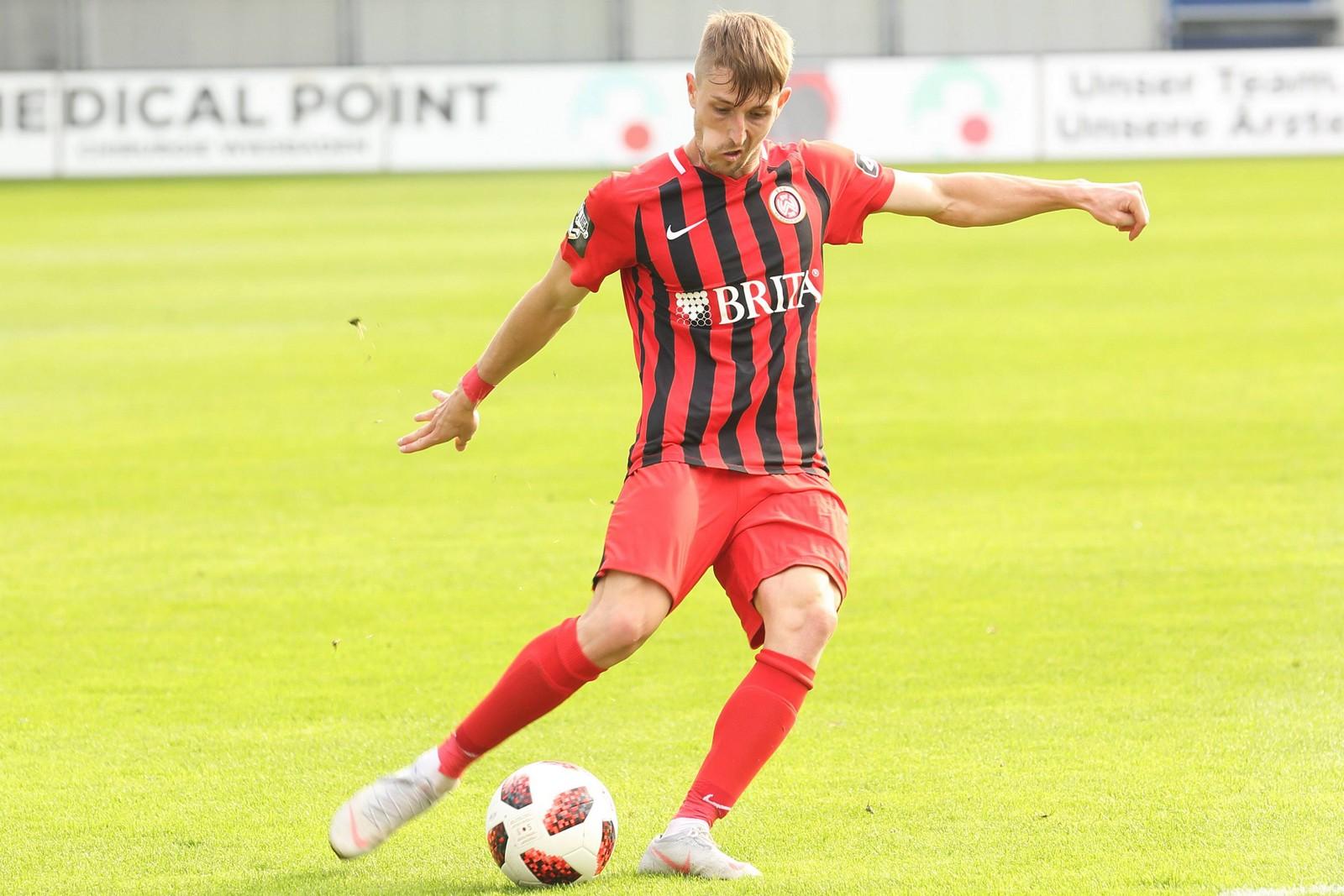 Stephan Andrist am Ball für Wehen Wiesbaden