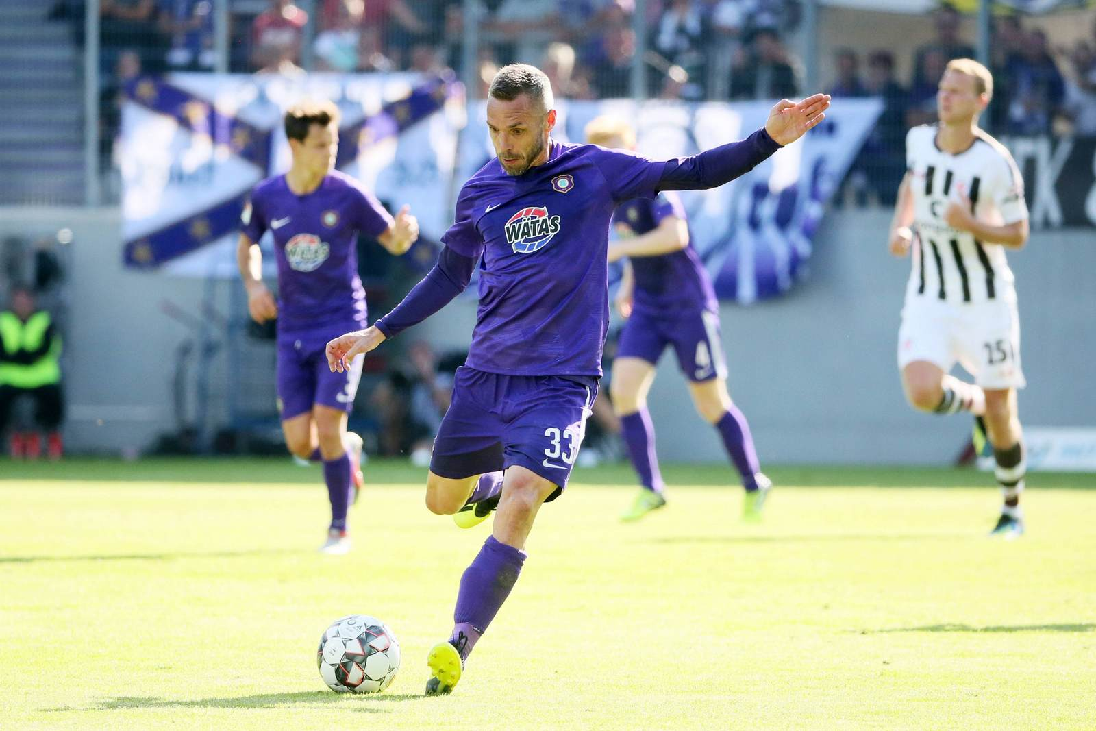Christian Tiffert am Ball für den FC Erzgebirge Aue.