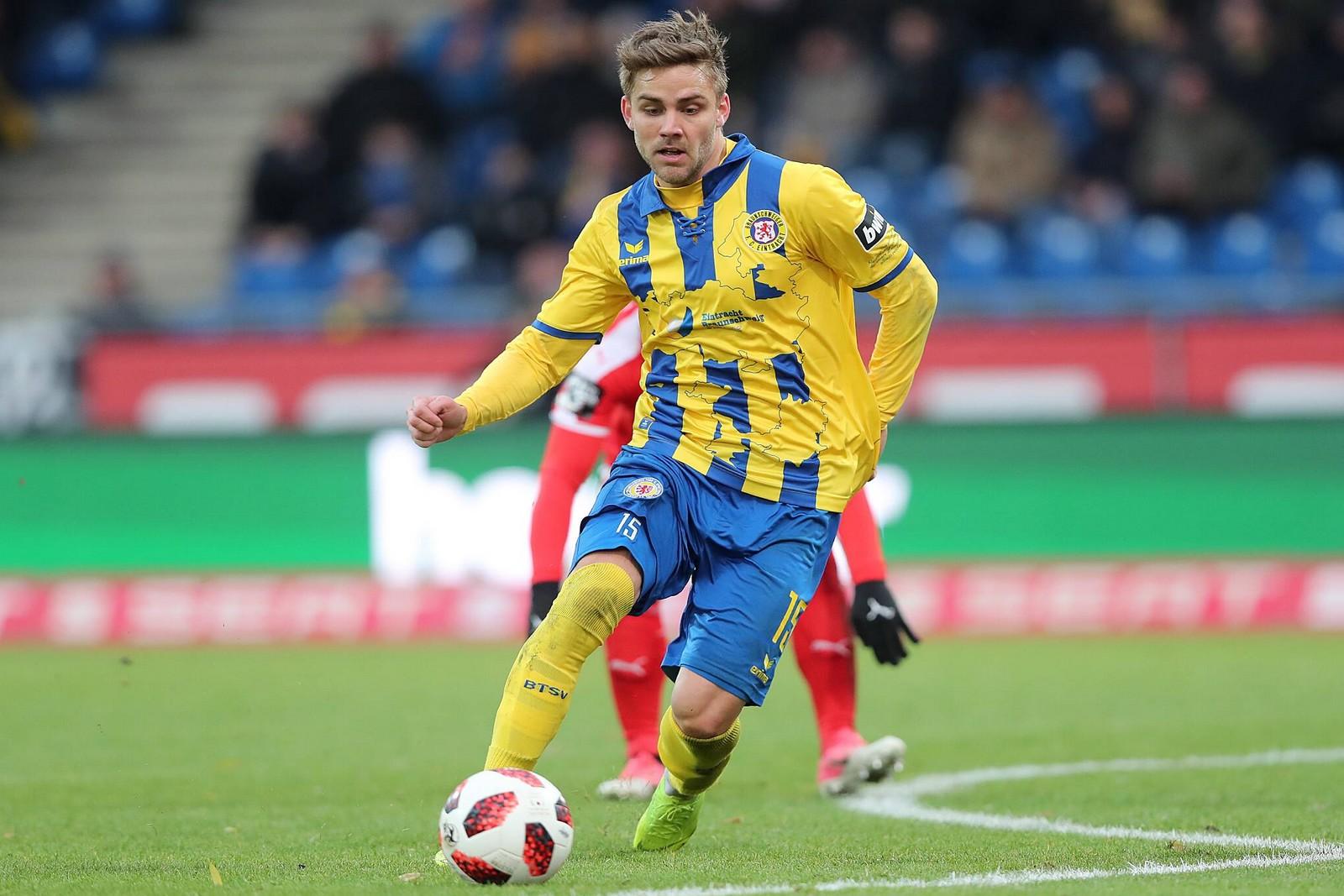 Christoffer Nyman am Ball in der 3. Liga.