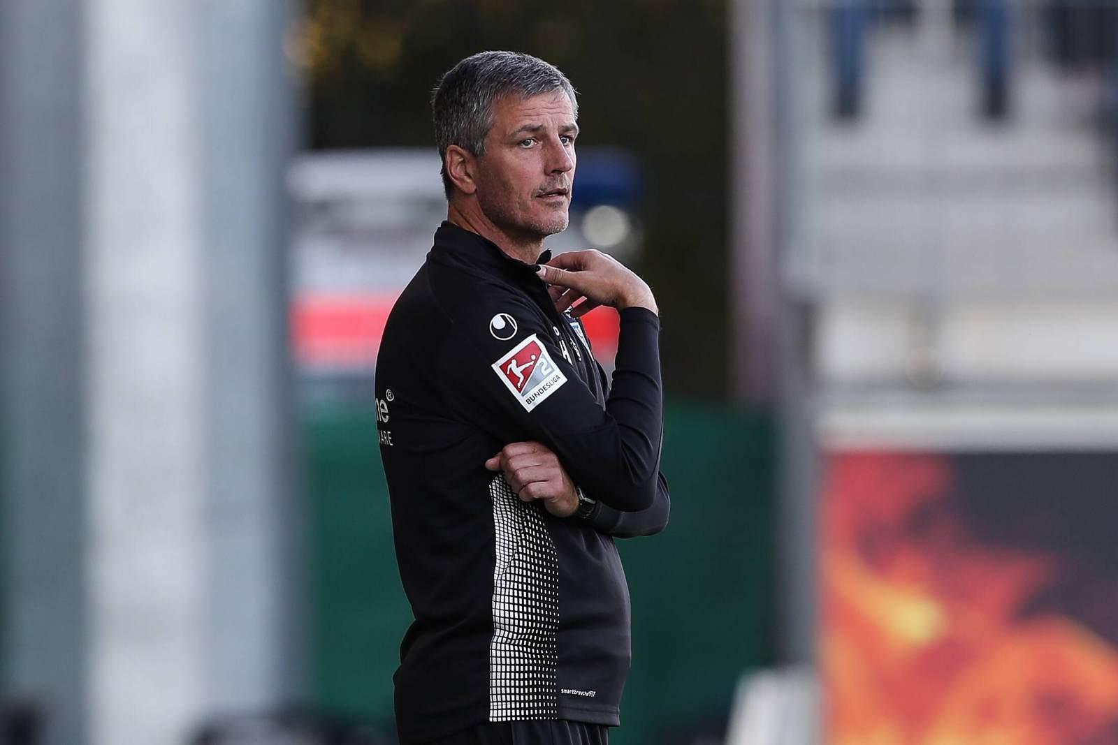 Jens Härtel an der Seitenlinie beim 1. FC Magdeburg