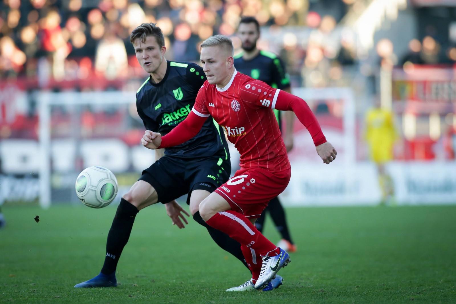 Kai Pröger (r.) im Duell mit Rödinghausens Lukas Kunze.