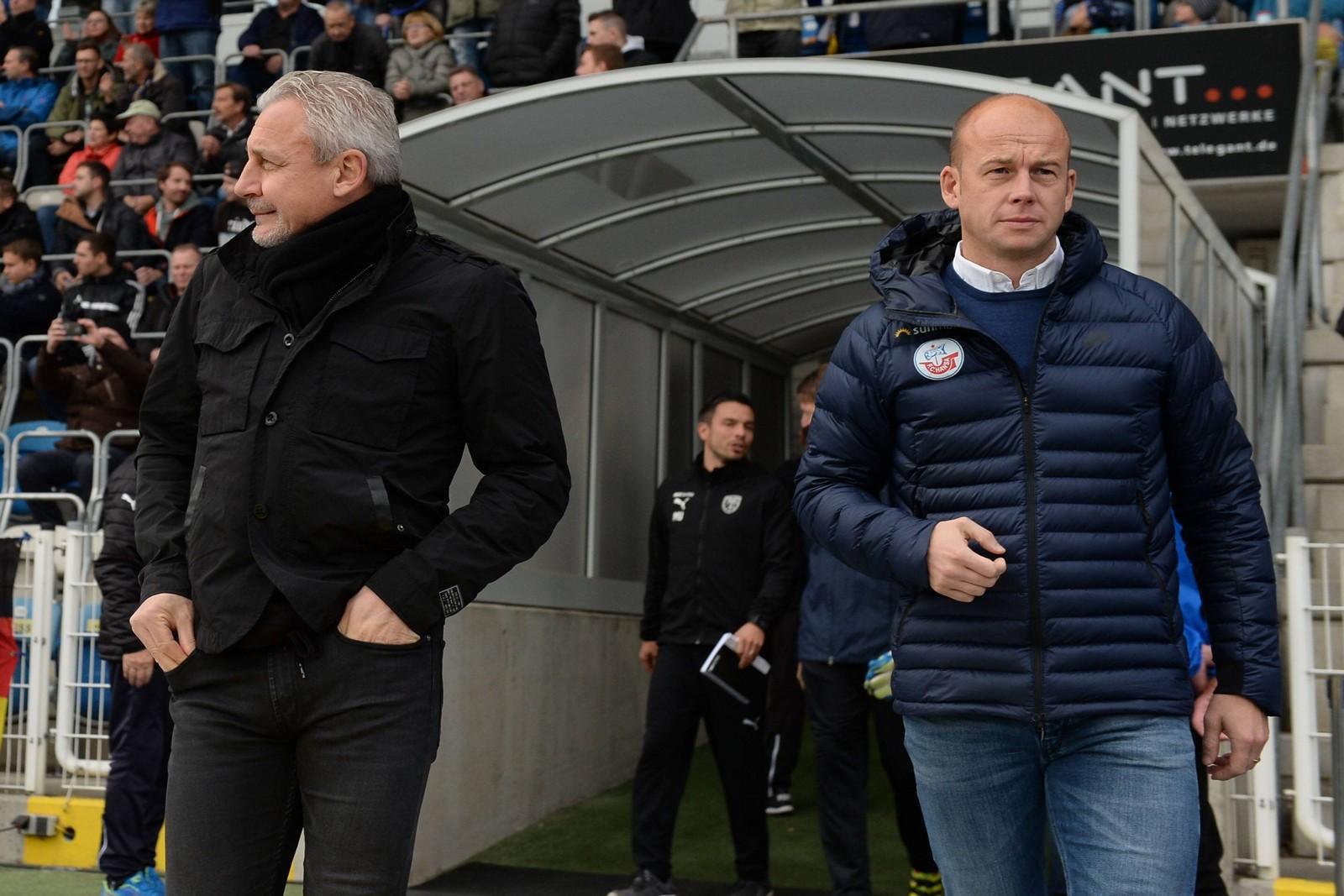 Pavel Dotchev (l.) und Markus Thiele bei Rostocks Auswärtsspiel in Jena.