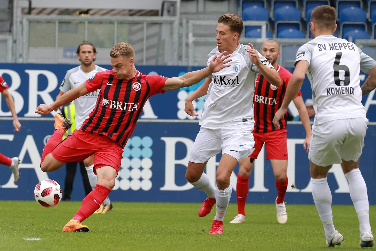 Rene Guder vom SV Wehen Wiesbaden beim Spiel gegen Meppen