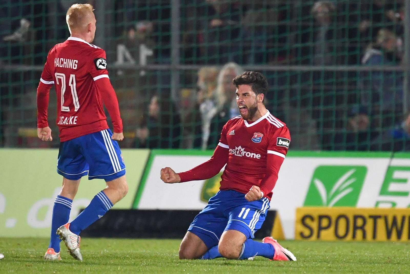 Stefan Schimmer jubelt zusammen mit Sascha Bigalke für die SpVgg Unterhaching