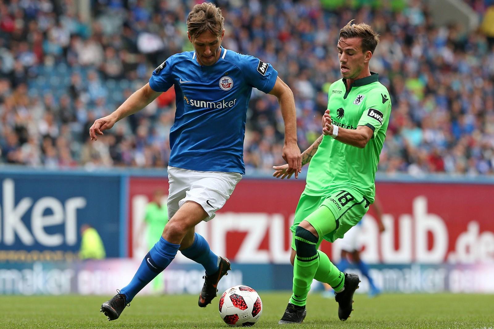 Kai Bülow von Hansa Rostock gegen Nico Karger von 1860 München