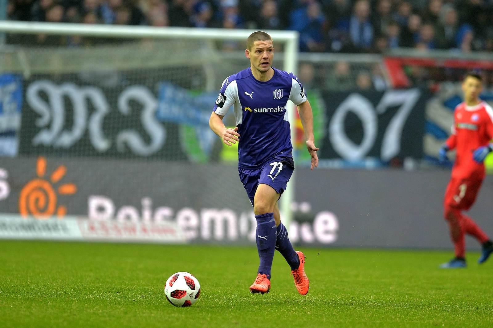 Adam Susac am Ball für den VfL Osnabrück