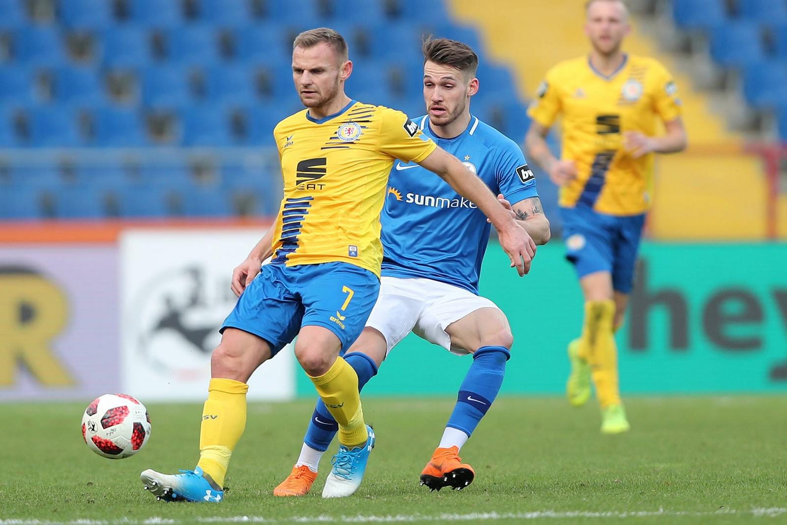 Bernd Nehrig (l.) in der Partie gegen Hansa.